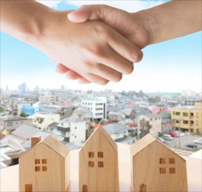 握手と家と街